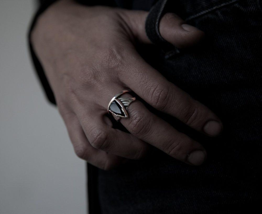 Arrow Onyx Silver Ring